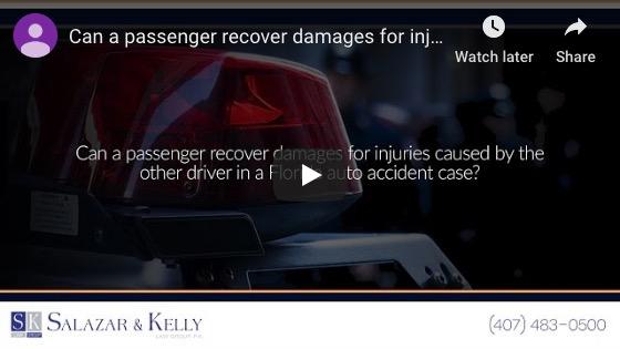 ¿Puede un pasajero recuperar daños por lesiones causadas por el otro conductor en un caso de accidente automovilístico en Florida?